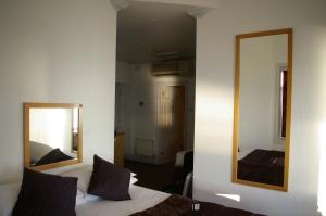 Umi Hotels, paying cash, travel, accommodations, B&B, hotels,