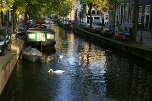 canals, houseboats, Amsterdam, polders, history, travel, culture